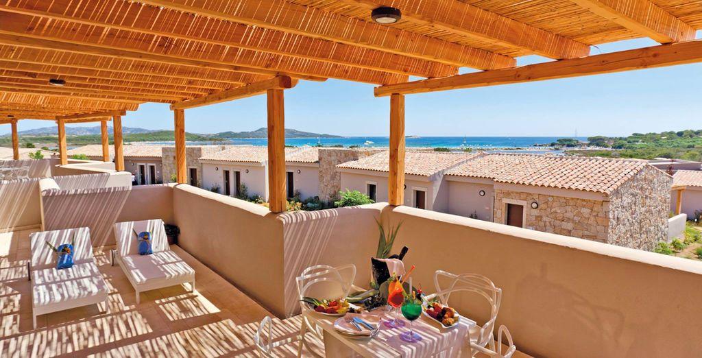 Hotel di lusso a 5 stelle con terrazza privata e vista panoramica sulla Sardegna, piscina e zona relax