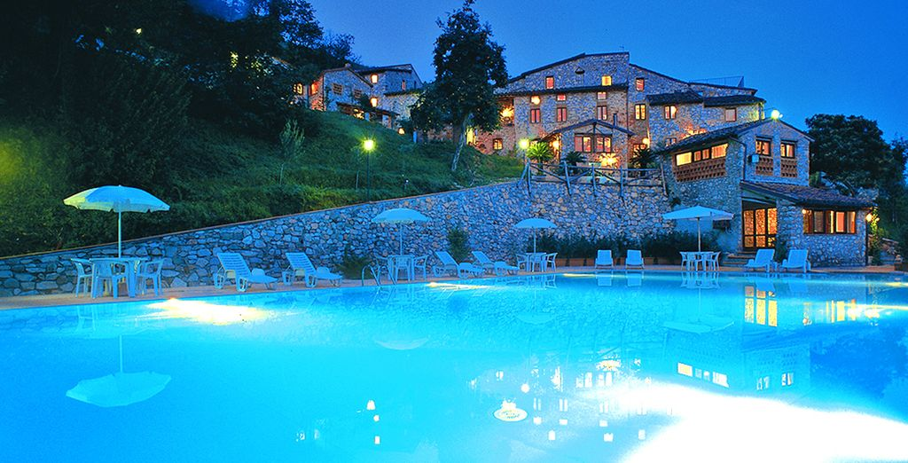 Hotel di lusso con piscina, area relax e camera con bagno privato