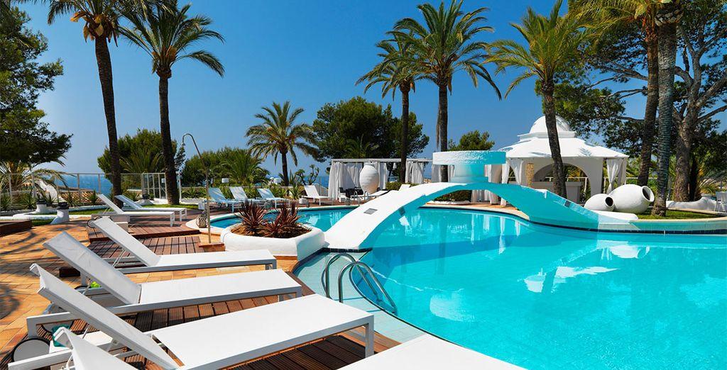Hotel 4 stelle di alta gamma nelle isola Baleari, confortevole piscina esterna e area relax