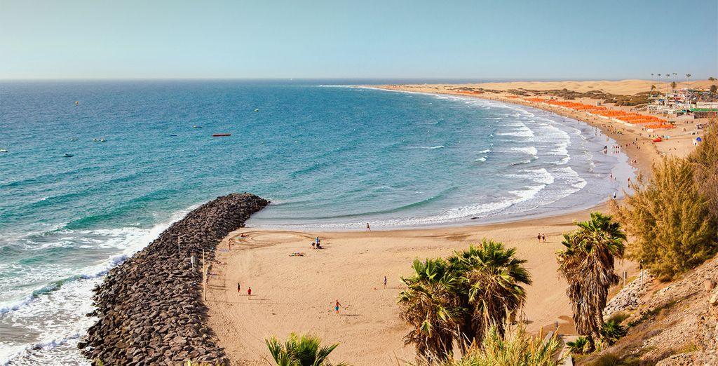 Spiaggia di sabbia fine e acque turchesi per una giornata di relax