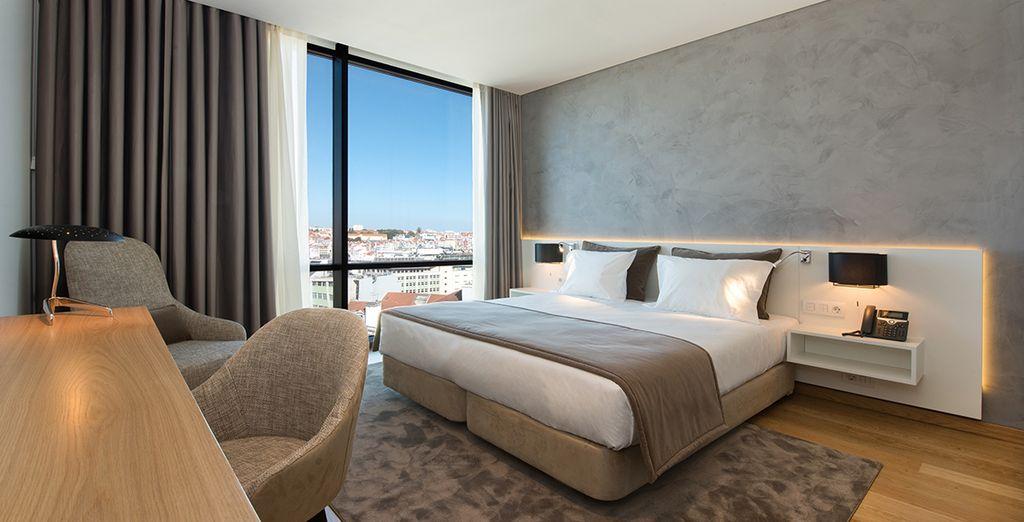 Hotel di lusso con vista panoramica sulla città di Lisbona in Portogallo e comodo letto matrimoniale