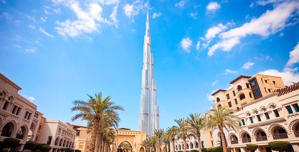 Fotografia degli Emirati Arabi Uniti tra architettura antica e grattacieli