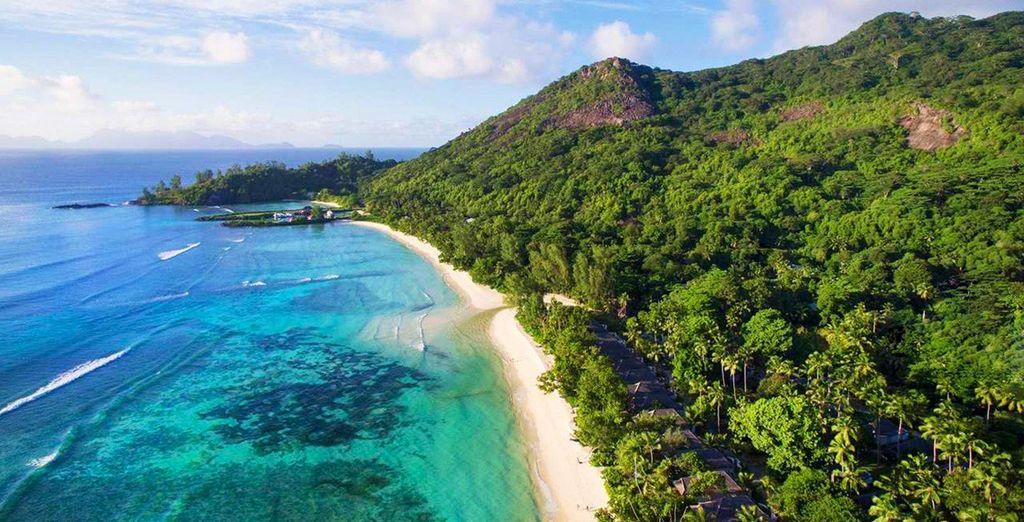 Paesaggi delle Seychelles durante una vacanza economica a maggio