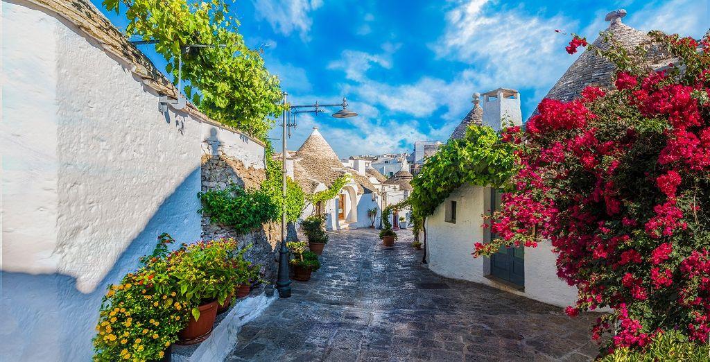 Viottoli verdi e architetture uniche che rendono tutto il fascino della Puglia y Alberobello