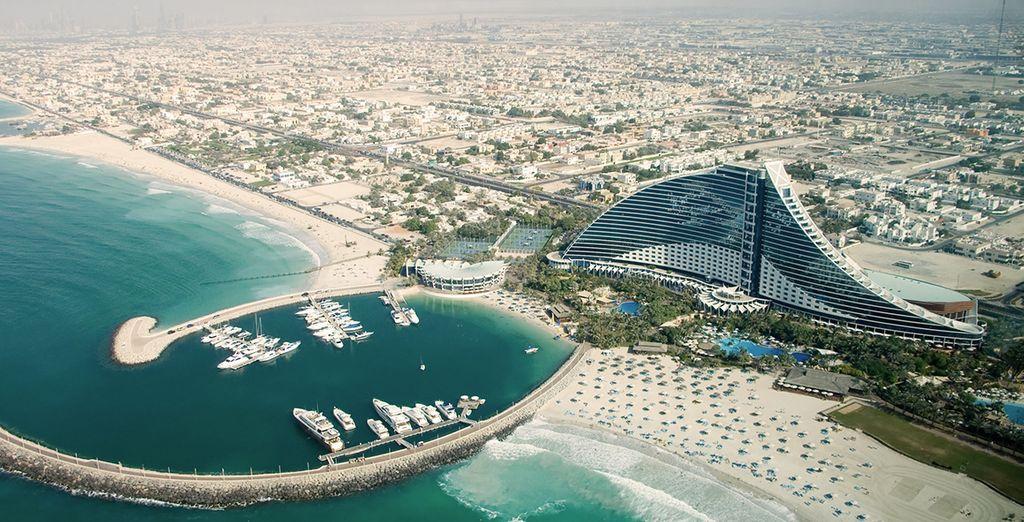 Il vostro lussuoso hotel 5* sulla spiaggia vi attende