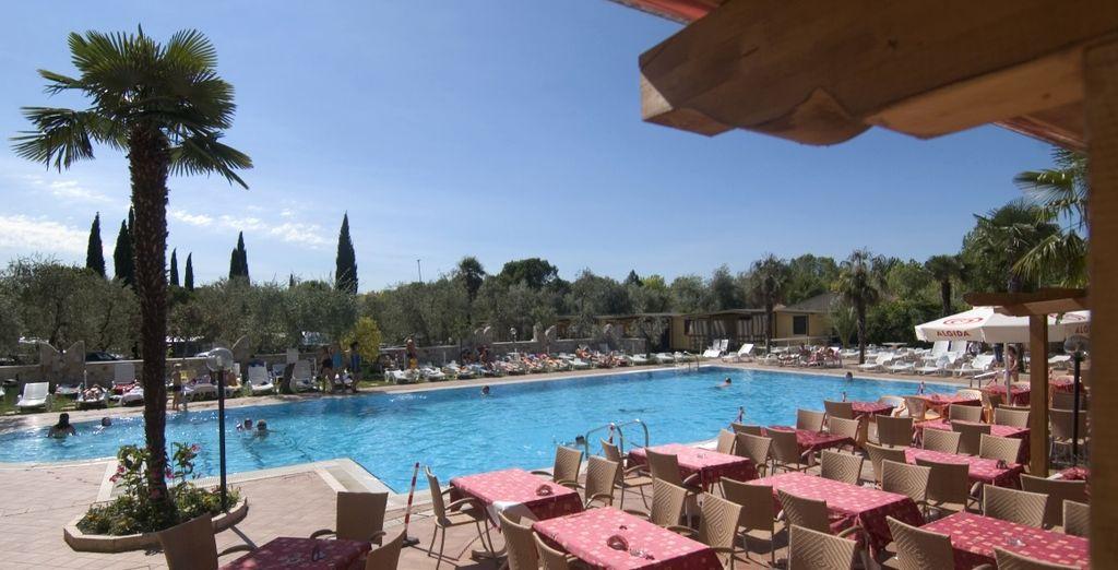 Hotel di alta gamma con piscina e camere confortevoli, vicino al parco di Gardaland