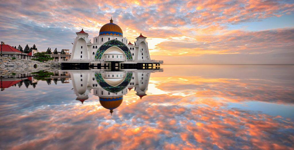 Una splendida città a sud della capitale, ricca di templi, mercati e moschee