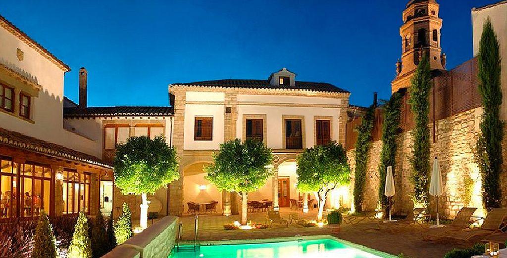 Welkom bij Hotel Puerta de la Luna 4*, gelegen in het historische hart van deze prachtige stad