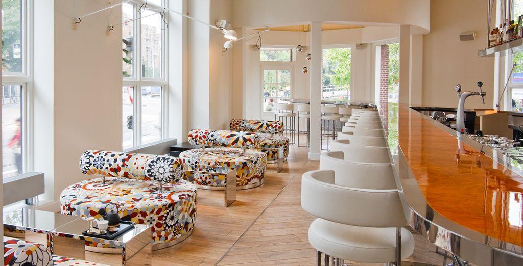 Een maaltijd of een drankje in het MOMO Restaurant, Bar & Lounge...