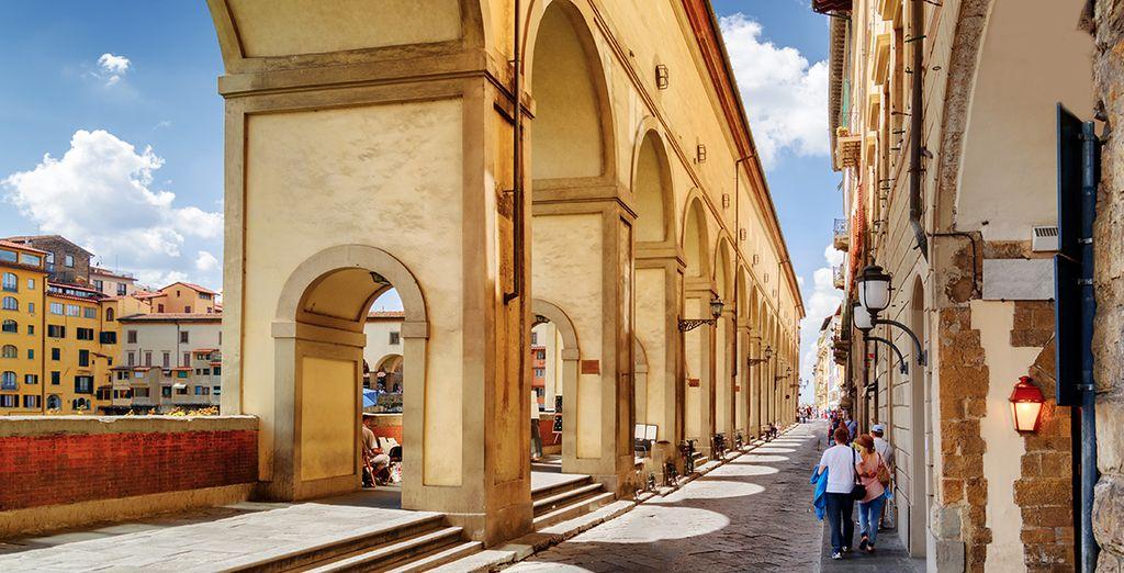 ou sous les arcades de la Piazza de la Repubblica