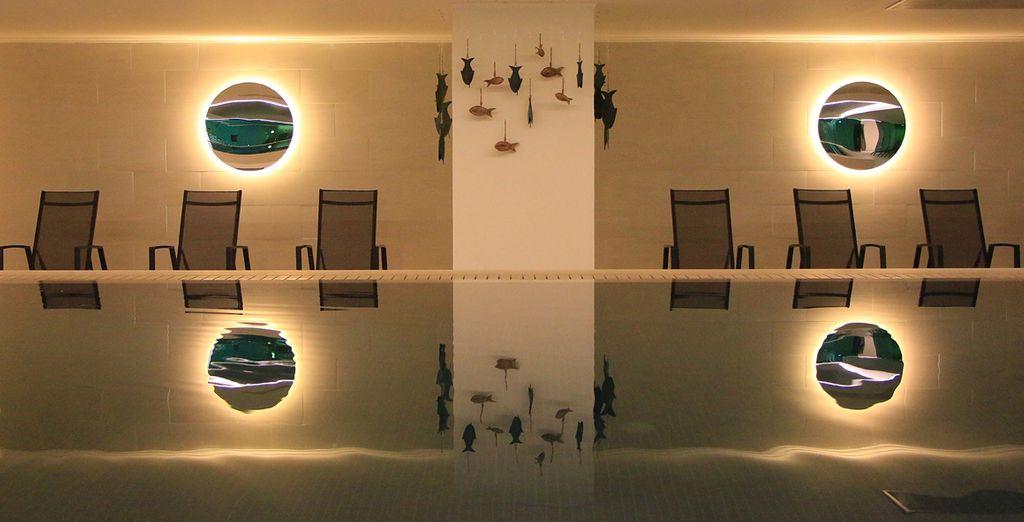 En van het binnenzwembad voor  een relaxt moment