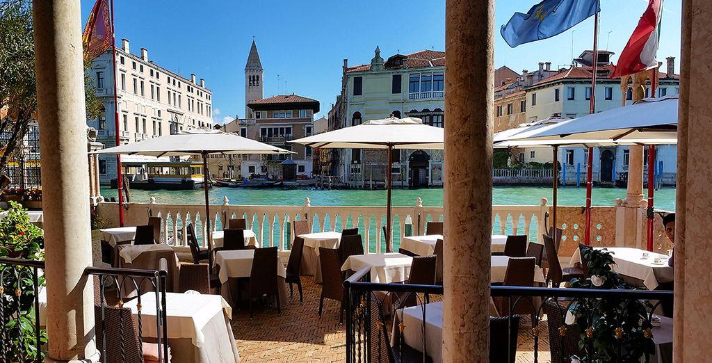 Een drankje met uitzicht op het Grand Canal: welkom in Venetië!