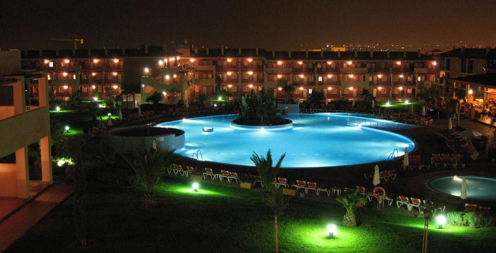 Geniet van een prachtig uitzicht over het zwembad en de tuinen