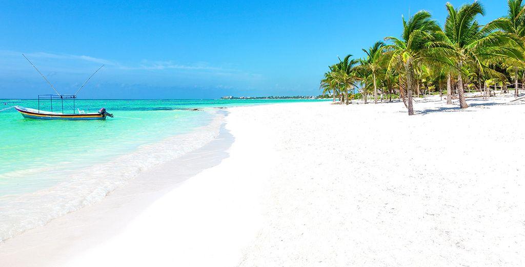Of relax op het idyllische zandstrand