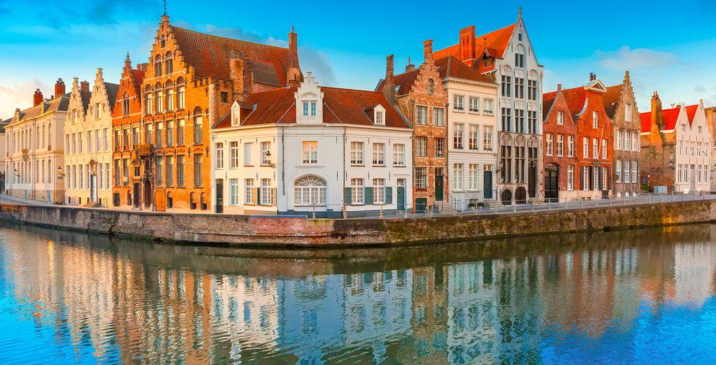 Het hotel ligt op 14 km van Brugge