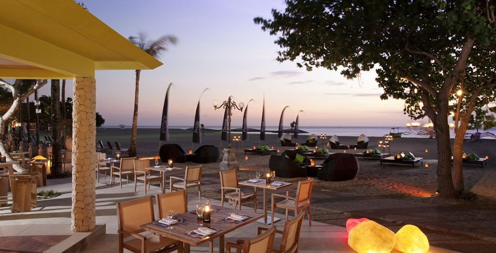 U kunt zelfs kiezen voor een romantisch diner met uw voeten in het water