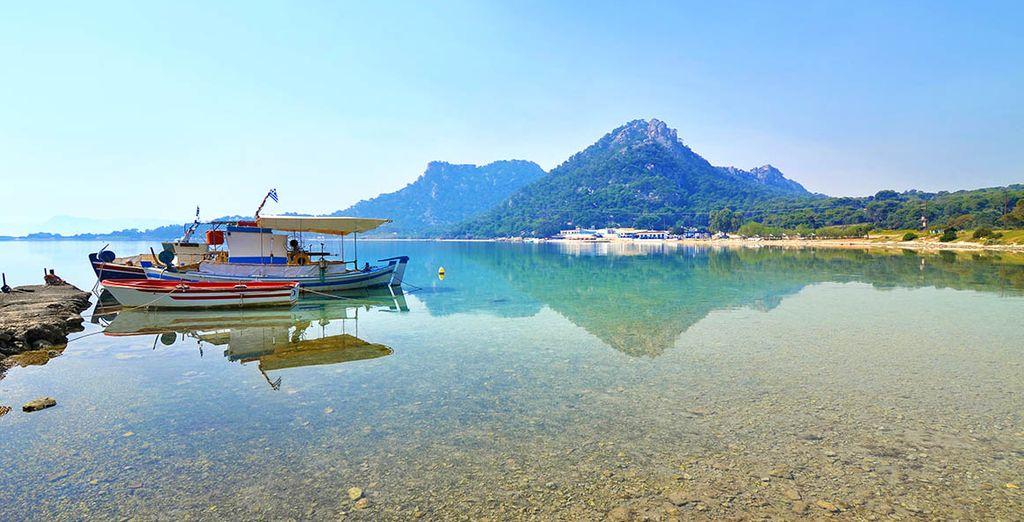 Breng een bezoek aan het prachtige meer van Vouliagmeni