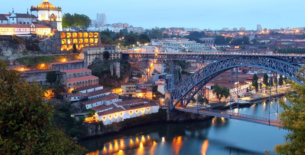 U verblijft in Hotel Black Tulip - Porto Gaia, tegenover de brug van Porto