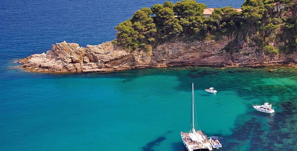 En relax in de rustige baaien van deze mooie kust