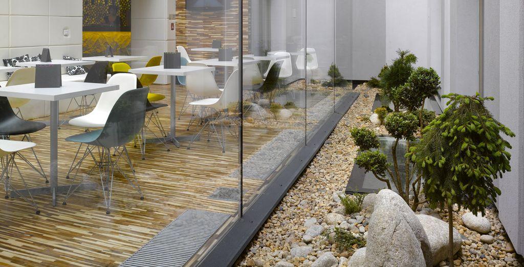 Het rustige en natuurlijke licht van de patio