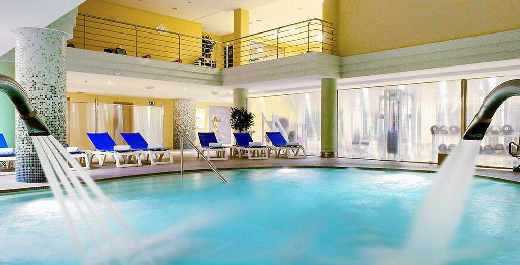 Ontspan u in het spectaculaire zwembad