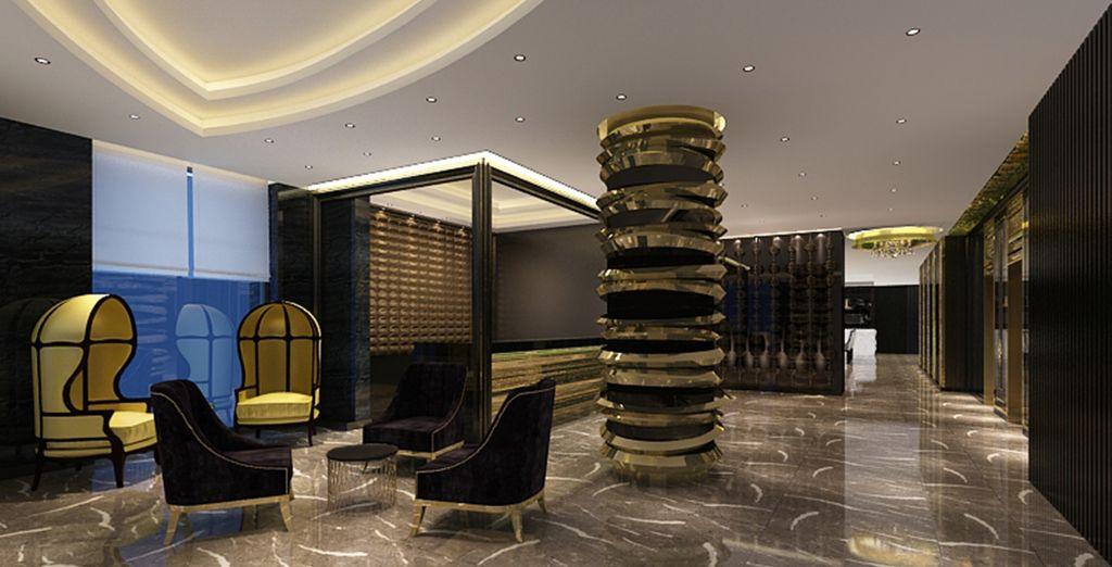 Dit hotel heeft een modern interieur