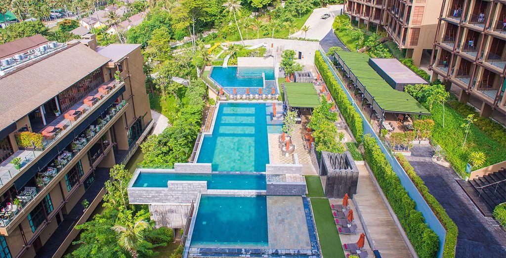 Vanaf het zwembad heeft u een spctaculair uitzicht over de Andamanse Zee