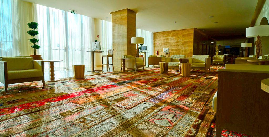 Een hotel met een moderne, maar warme inrichting