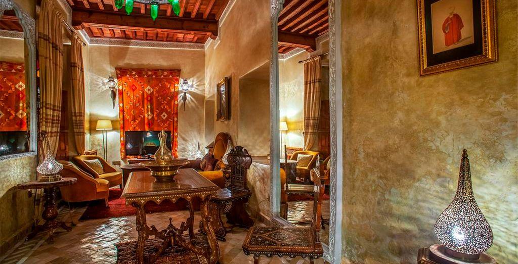 Met levendige kleuren, luxueuze materialen en veel traditionele elementen