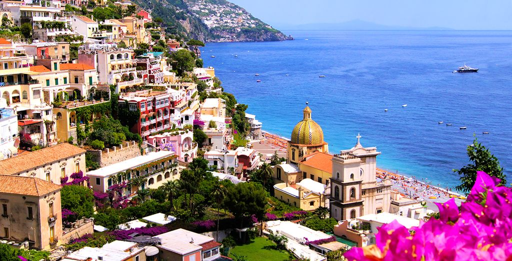 Explore the sunny bay of Naples with Voyage Privé