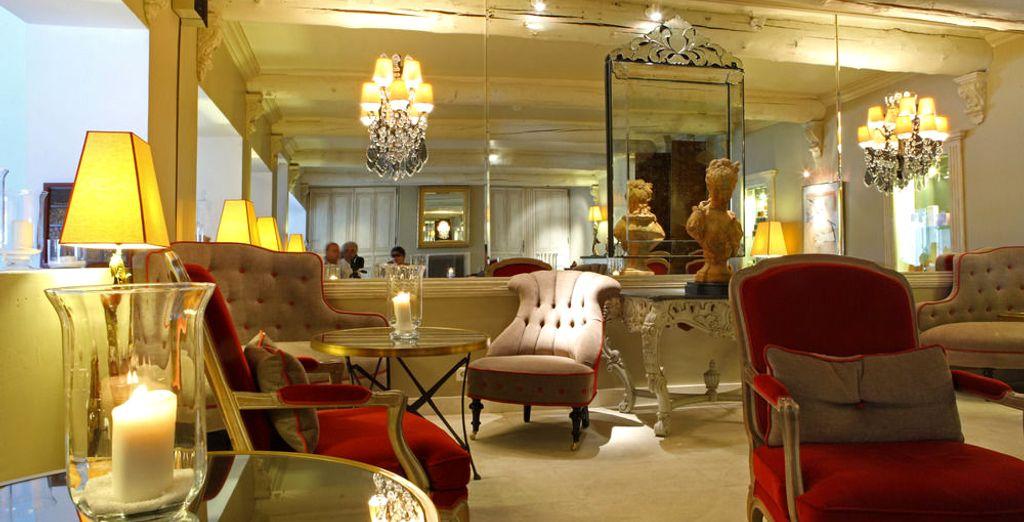 Admire the exceptional decor