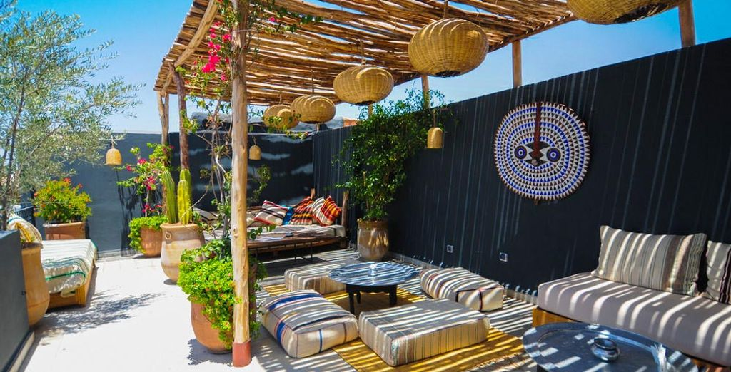 Unwind on the roof terrace of the Riad Origines!