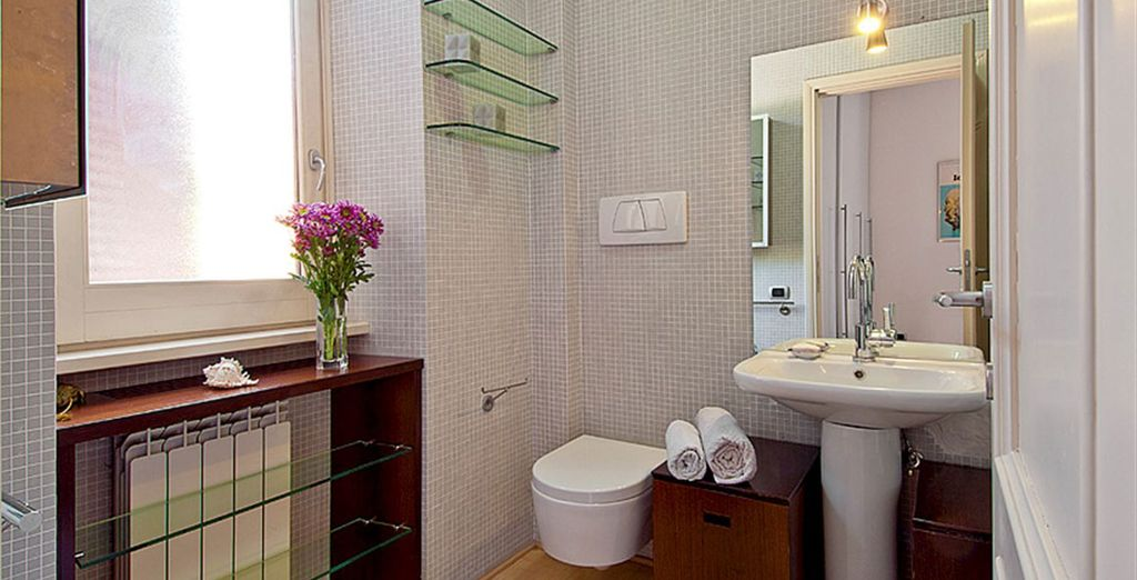 Apartment 1: Crisp modern bathroom