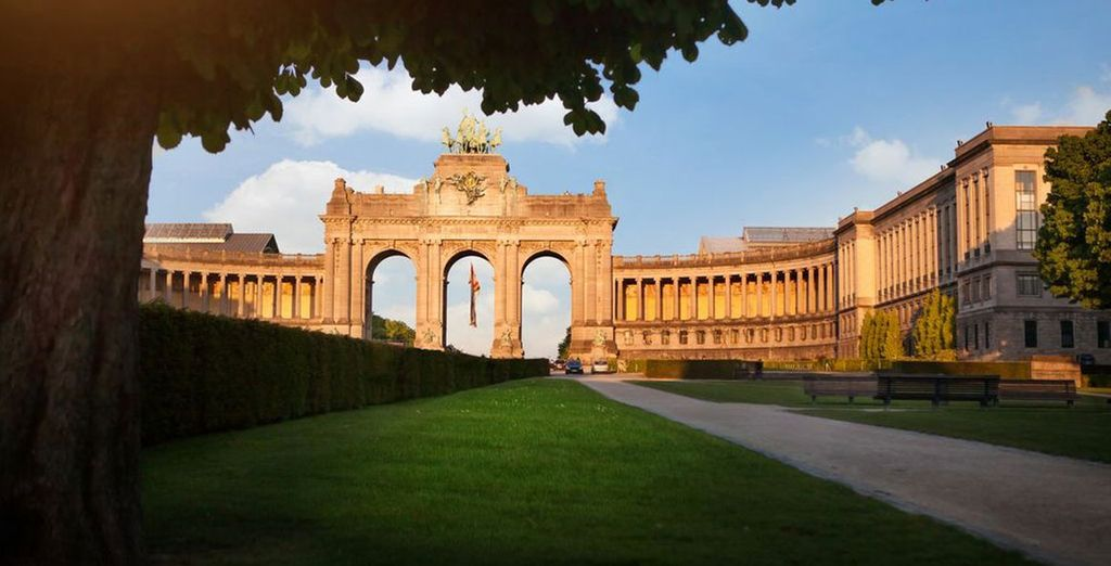 Take some time to relax in the Parc du Cinquantenaire in Brussels