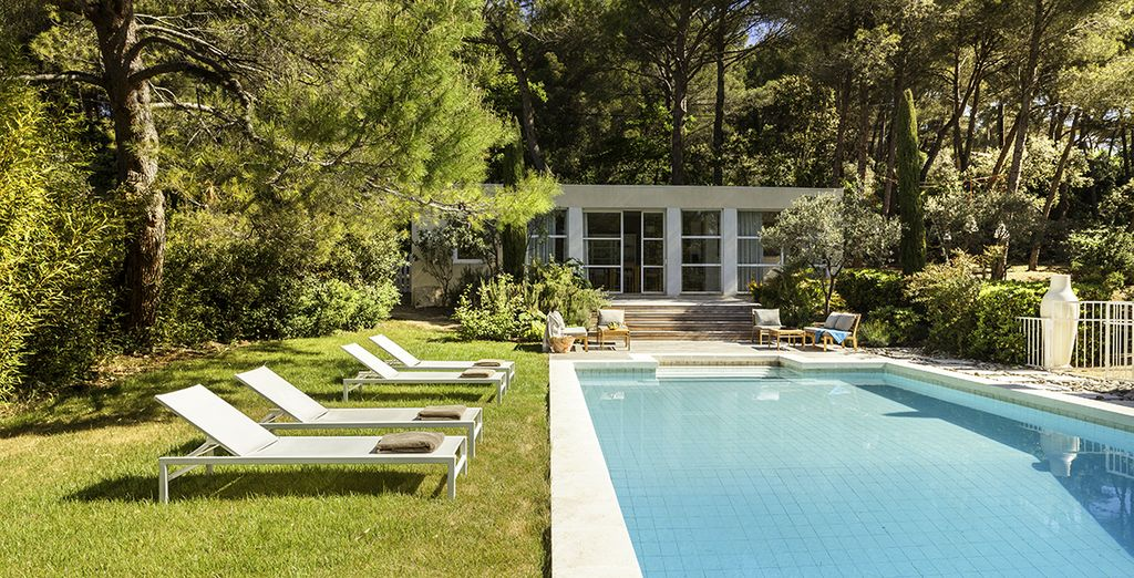 Cool off from the southern French sun in your private and secure pool