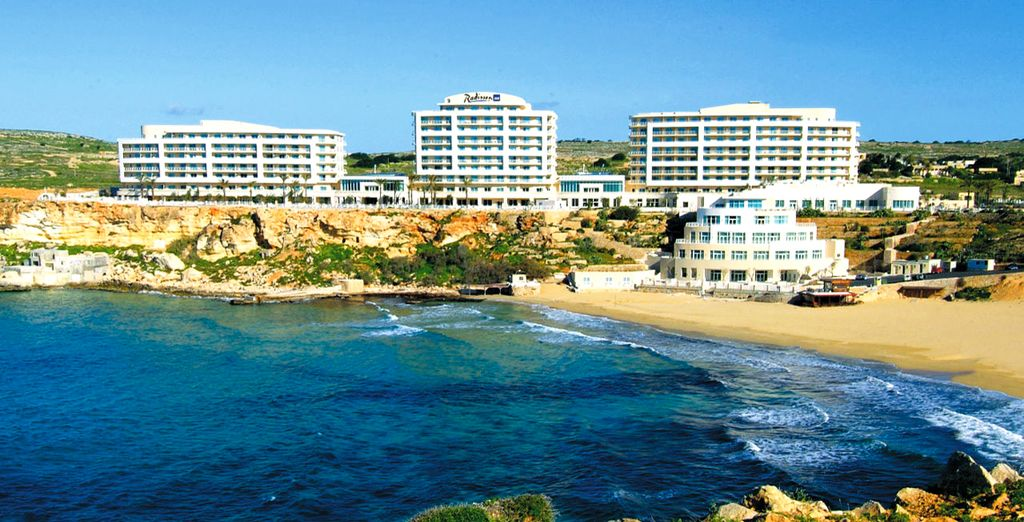 Malta Travel Guide : Golden Bay