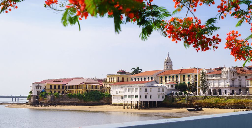 Discover Panama City and its traditional colonial buildings