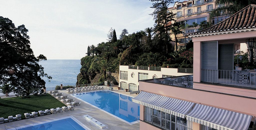 Unwind in style by the pool - Hotel Reid's Palace 5* Funchal