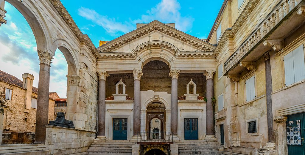 Croatia Travel Guide : Diocletian's Palace