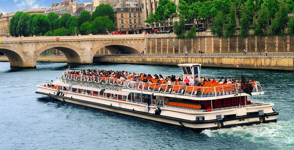 This offer includes a boat tour along the Seine