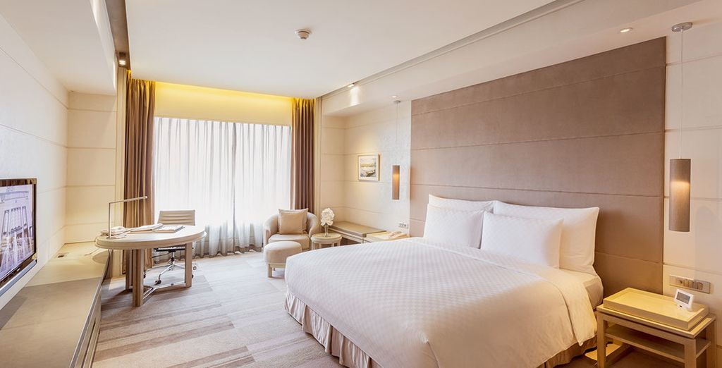 You will stay in some beautiful 4* and 5* hotels throughout (Nikko Saigon)