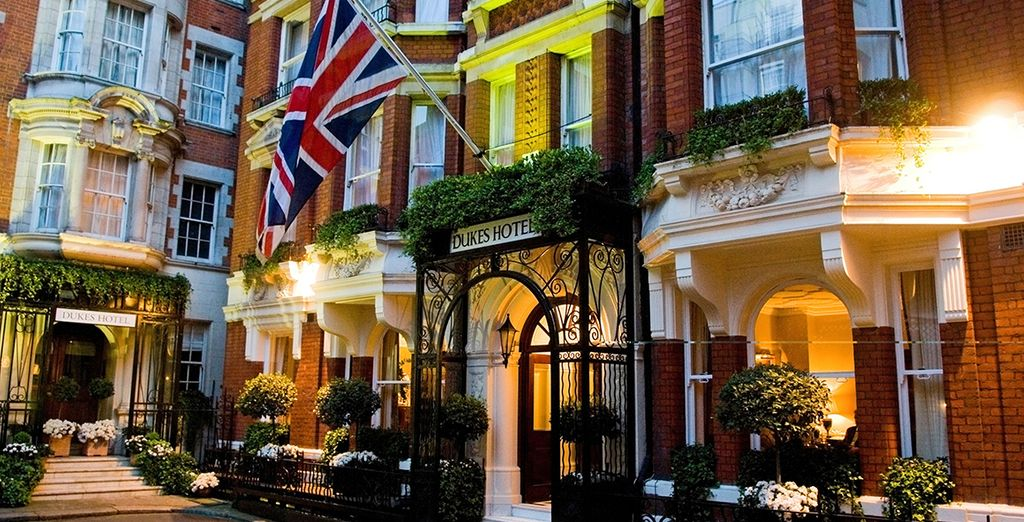 At the 5* Dukes Hotel in the heart of Mayfair - Dukes Hotel 5* London