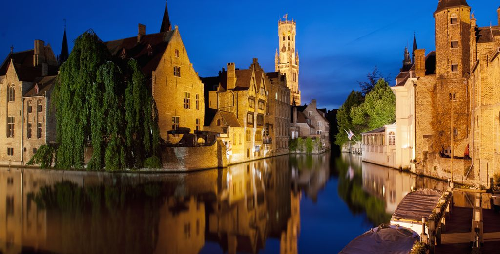 Discover the romantic canals of Bruges