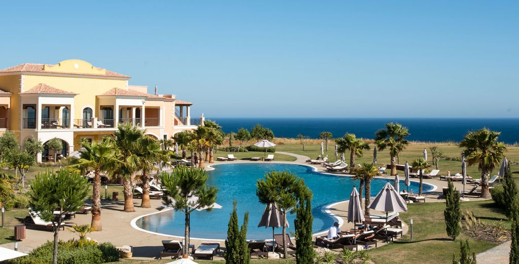 In a stunning cliff-top location, overlooking the Canavial beach in Lagos