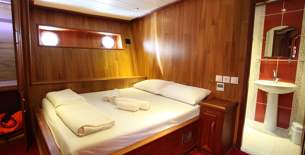 Sleep in a well-equipped cabin