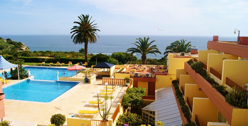 Soak up the stunning cliff-top views of the Algarve coast... - Baia Cristal Hotel 4* Algarve