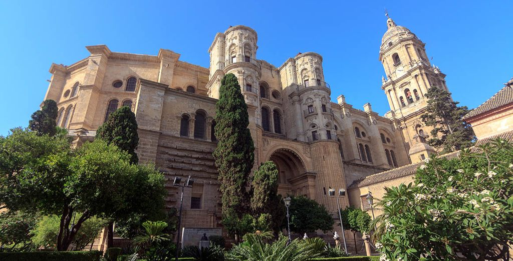 Visit the monuments that enrich the city of Malaga