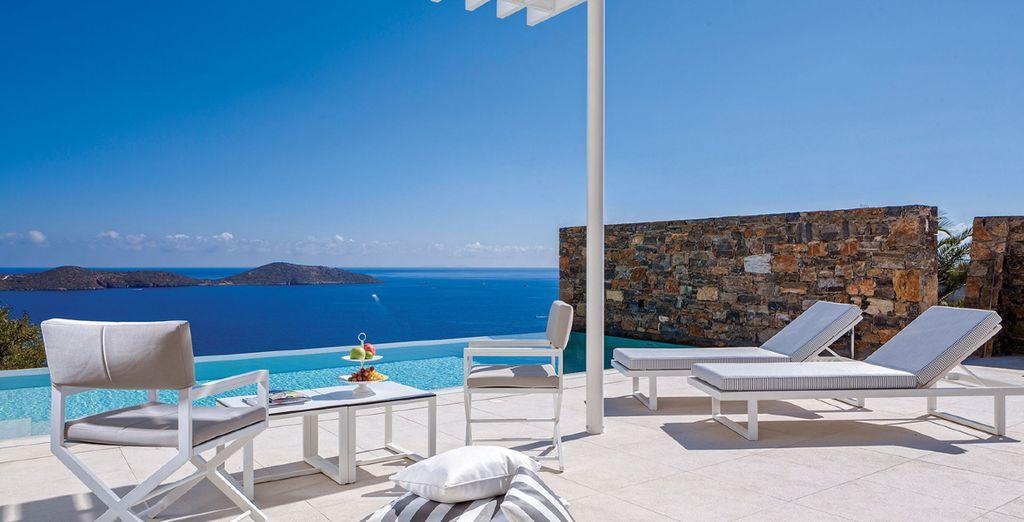 A private pool suite overlooking the Gulf of Mirabello - Elounda Gulf Villas & Suites 5* Crete