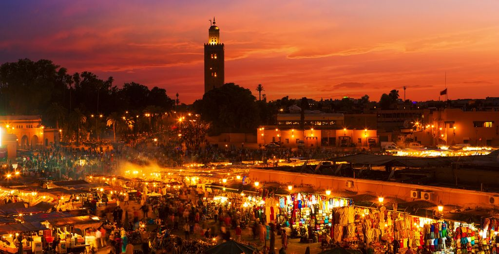 This is when the famous Jemaa el-Fnaa comes to life!