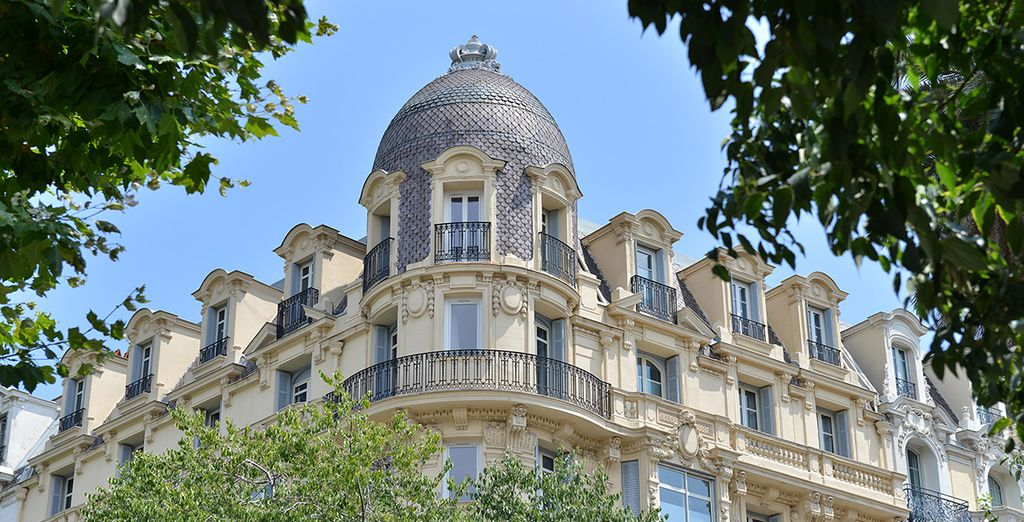 Spend your stay in Nice in a classical French building